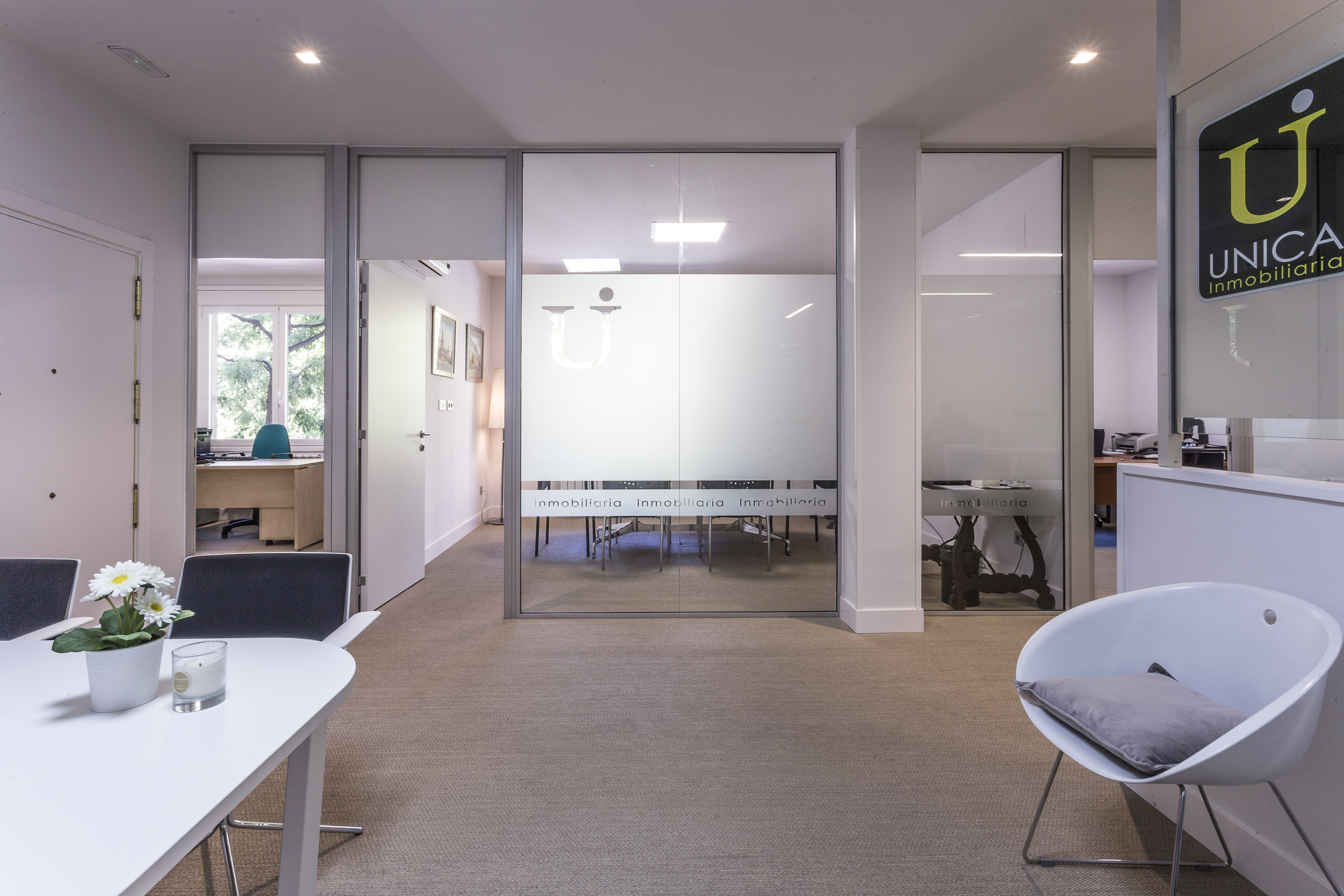 Nueva oficina de unica inmobiliaria pisos exclusivos en for Horario oficinas bankinter madrid